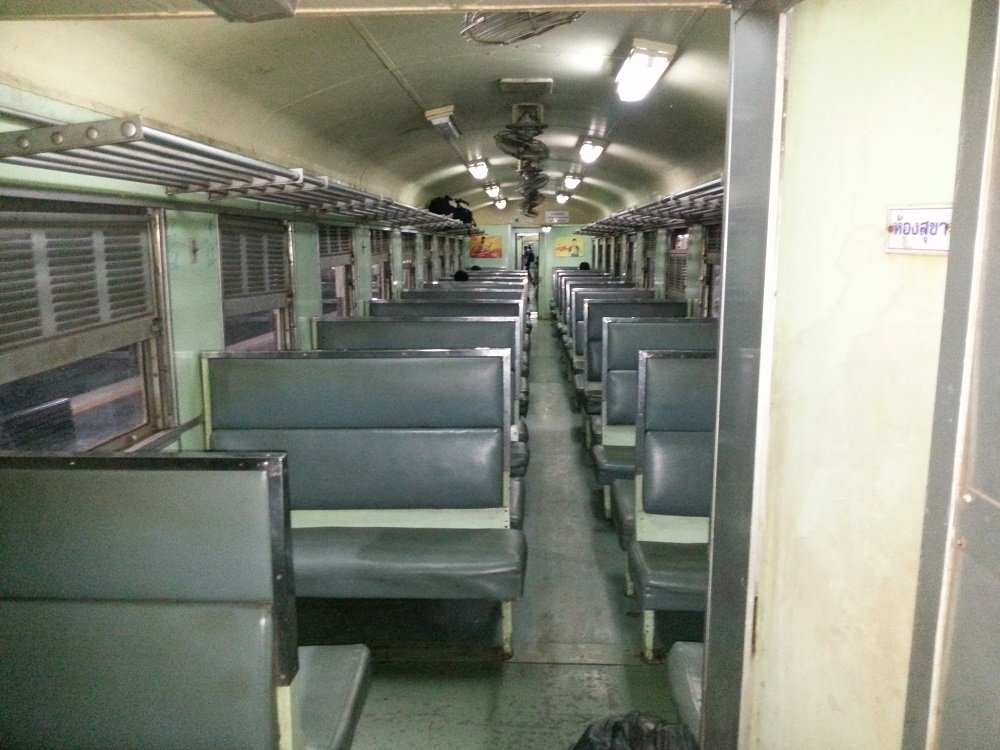 3rd Class fan seats are the cheapest on the 22.00 train from bangkok to Chiang Mai